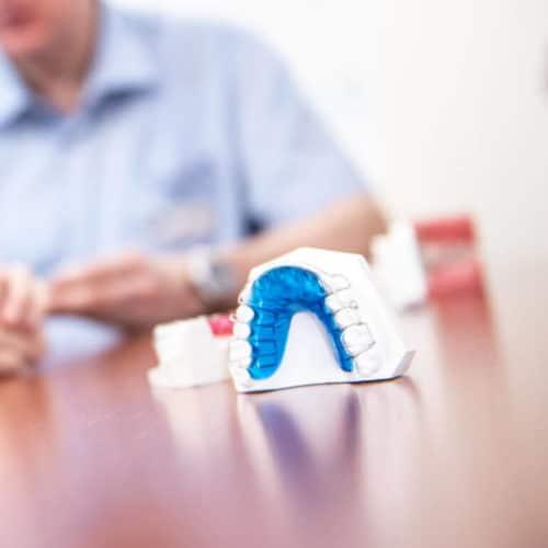 KFO Stelz | Lose Zahnspange und weitere Behandlungsgeräte